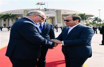 الرئيس السيسي يودع نظيره البيلاروسي في مطار القاهرة