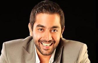 أحمد فلوكس ينظف ويرقص احتفالا بعيد الفطر | فيديو