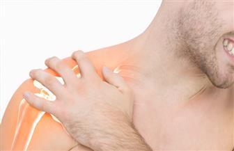 3 أعراض لا تهملها في كتفك.. العلاج المبكر ينقذك من غرف العمليات