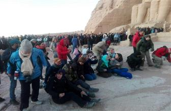 5 آلاف سائح ومصري شاهدوا تعامد الشمس على وجه الملك رمسيس | صور