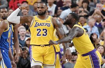 جيمس وديفيز يقودان ليكرز للفوز على جريزليس بدوري السلة الأمريكي