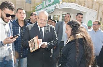 رئيس جامعة القاهرة يتفقد الحرم.. ويجري حوارا مفتوحا مع الطلاب |صور