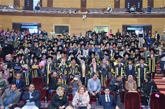 جامعة سوهاج تحتفل بتخريج الدفعة الثانية من طلاب كلية الصيدلة   صور