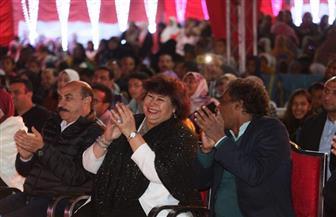 وزيرة الثقافة ومحافظ أسوان يتابعان احتفالات التعامد بالسوق الشعبية | صور