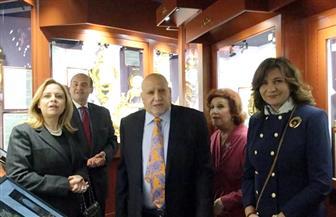 موسيقي مصرية وأغان وطنية تصدح في جنباته.. وزيرة الهجرة تزور أول متحف عالمي للساعات بشيكاغو | صور