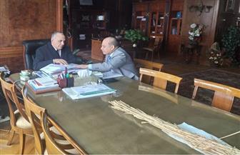 وزير الري يستعرض مع رئيس البعثة المصرية في أوغندا خطط تنفيذ المشروعات