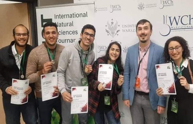 طلاب مدينة زويل يفوزون بالمركز الثاني في مسابقة العلوم الطبيعية العالمية ببولندا   صور -