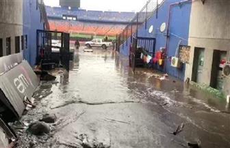 الأمطار تجتاح ممرات إستاد القاهرة الدولي قبل مباراة القمة