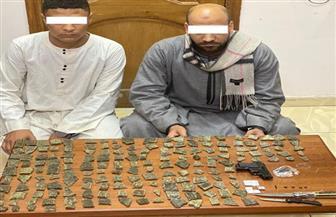 ضبط 5 كيلو جرامات مواد مخدرة بحوزة موظف وابن شقيقه بأسيوط | صور