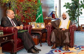 وزير الشئون الإسلامية السعودي يناقش قضايا العمل الإسلامي مع السفير المصري لدى المملكة
