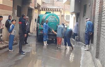 الدفع بسيارات ومعدات مجالس المدن لكسح مياه الأمطار بالغربية | صور