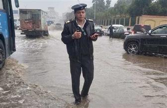 الأمطار الغزيرة تتسبب في كثافات مرورية عالية.. ومدير مرور القاهرة ينجح في تخطي الأزمة