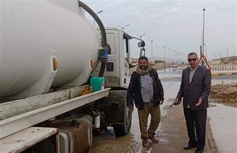 رئيس مدينة الطور يتابع شفط مياه الأمطار من شوارع العاصمة | صور