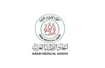 الأطباء العرب: تسليم 10 آلاف قفاز طبي للمؤسسة العلاجية فرع مصر القديمة
