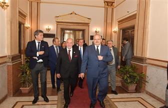 رئيس جامعة القاهرة يلتقي وفد برلمان تشيلي.. ويبحث سبل التعاون العلمي والبحثي مع جامعات تشيلي |صور
