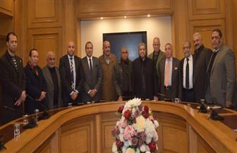 """رئيس""""الغرف التجارية"""" يلتقي شعبة الخضراوات بالإسكندرية لبحث مقترحات نقل سوق """"الجملة"""""""