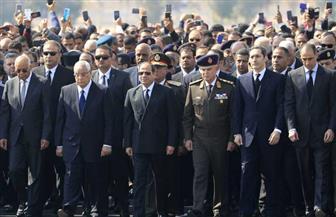 عمرو أديب: جنازة مبارك العسكرية تؤكد أن الدولة المصرية قررت تكريم ابن من أبناء القوات المسلحة
