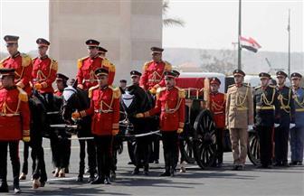 بعد جنازة الرئيس الأسبق حسنى مبارك .. من هم المستحقون بالجنازة العسكرية ؟