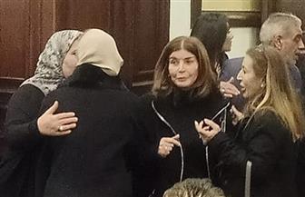 ميرفت أمين تقدم واجب العزاء لأسرة الرئيس الراحل مبارك