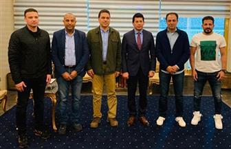 وزير الشباب والرياضة يلتقي المدير الفني لمنتخب مصر بإستاد القاهرة