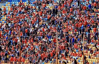 """جماهير الأهلي تستقبل اللاعبين بهتاف.. """"الليلة مش هزار.. إفريقيا يا أبطال"""""""