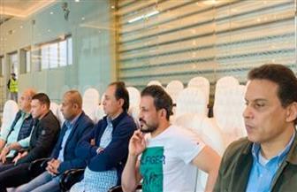 الجهاز الفني للمنتخب المصري يحضر لقاء الأهلي وصن داونز