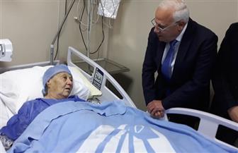 محافظ بورسعيد يطمئن على صحة الفدائية زينب الكفراوي .. تعرف على تاريخ نضالها