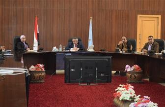 محافظ البحر الأحمر يستعرض الموقف التنفيذي لمشروعات تطوير العشوائيات | صور