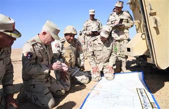 رئيس الأركان يشهد المرحلة الرئيسية لمشروع تكتيكي بجنود لإحدى وحدات الجيش الثاني الميداني
