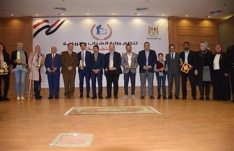 وزير الرياضة يكرم 13 شخصية بعد اختيارهم سفراء للأخلاق | صور