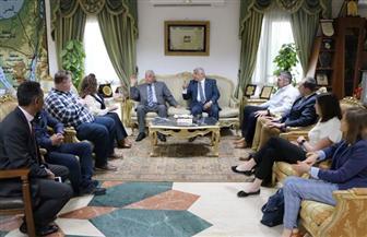 محافظ جنوب سيناء يلتقي ممثلي شركة إنجليزية ويعد السائحين بتطور هائل في شرم الشيخ يفاجئهم| صور