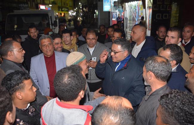 محافظ البحر الأحمر مع المواطنين
