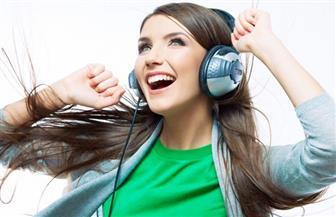 7 % من الشباب تحت سن 18 يعانون من ضعف في السمع بسبب سماعات الأذن