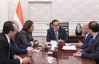 رئيس الوزراء يتابع جهود توطين صناعة السكك الحديدية والمترو في مصر