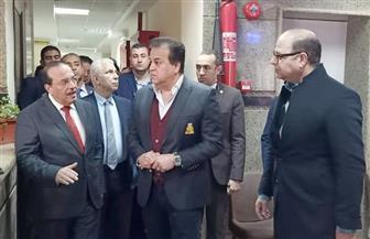 وزير التعليم العالي يفاجئ مستشفيات طنطا الجامعي للوقوف على استعداداتها | صور
