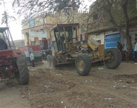 محافظ الشرقية يأمر برفع تراكمات القمامة ومخلفات البناء لتوسعة الطريق والحد من الحوادث |صور