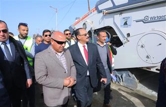 وزير النقل يشهد انطلاق تنفيذ مشروع إعادة رصف وتطوير الطرق المحلية داخل 12 محافظة | صور