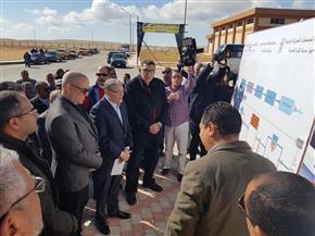 وزير النقل ومحافظ المنيا يتفقدان محطة السكك الحديدية
