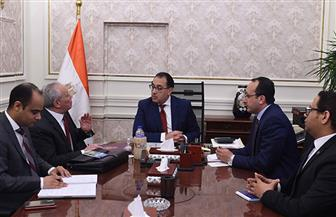 رئيس الوزراء يتابع مع محافظ الأقصر موقف إحياء طريق الكباش