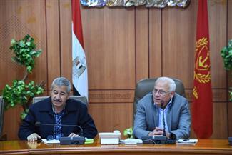 محافظ بورسعيد يلتقى 50 من مكلفات الخدمة العامة بديوان المحافظة | صور
