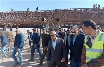 وزير النقل ومحافظ أسيوط يتفقدان العمل بمشروع محور ديروط الحر على النيل | صور