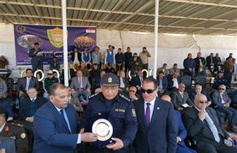 الداخلية تكرم عددا من الضباط وأسر الشهداء والمصابين في احتفالها باليوم العالمي للحماية المدنية | صور