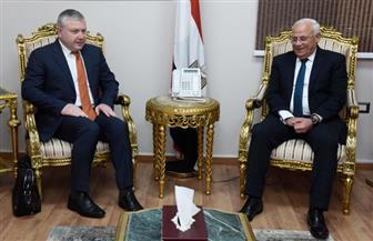 محافظ بورسعيد وسفير أرمينيا يبحثان تعزيز التعاون بين الجانبين تنمويا وصناعيا واستثماريا | صور