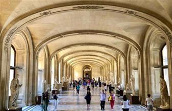 متحف اللوفر يفتح أبوابه بعد ثلاثة أيام من الإغلاق بسبب كورونا