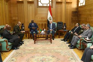 العصار يبحث مع رئيس أركان القوات المسلحة الكاميرونية التعاون بمجالات التصنيع العسكري