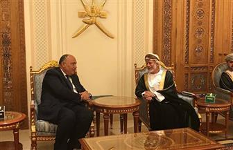 وزير الخارجية يصل إلى سلطنة عمان لتسليم رسالة من الرئيس السيسي|صور