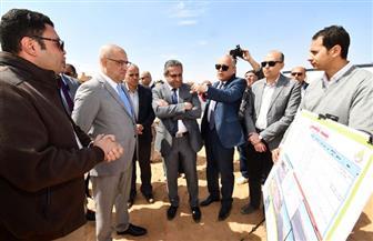"""وزير الإسكان يتفقد مشروعات المرافق وتطوير الطرق الرئيسية و""""بيت الوطن"""" بـ ٦ أكتوبر  صور"""