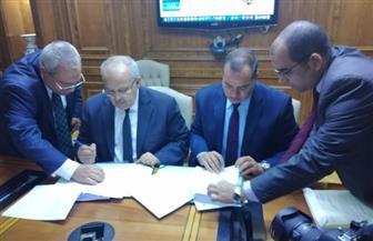 جامعتا سوهاج والقاهرة توقعان اتفاقية شراكة بمجال التعليم المدمج| صور