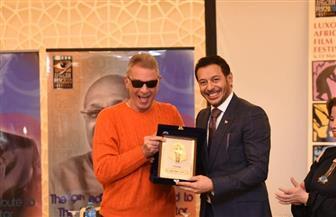تكريم مصطفى شعبان في مهرجان الأقصر للسينما الإفريقية | صور