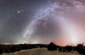 """""""هرم ضوئي"""" غريب يزين السماء ليلا فى عدة دول على مدار أسبوعين"""